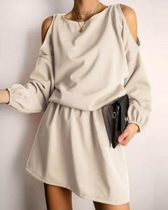 Sukienka Kendallme z długim rękawem z odkrytymi ramionami mini