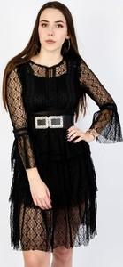 Czarna sukienka Olika z okrągłym dekoltem z długim rękawem