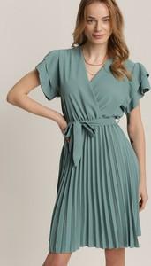 Zielona sukienka Renee z krótkim rękawem z dekoltem w kształcie litery v w stylu casual