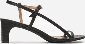 Czarne sandały Multu ze skóry na słupku