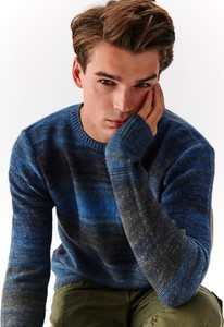Niebieski sweter Top Secret z dzianiny