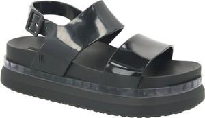 Czarne sandały Melissa z klamrami w stylu casual