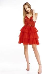 Sukienka Pawelczyk24.pl z dekoltem w kształcie litery v na ramiączkach rozkloszowana