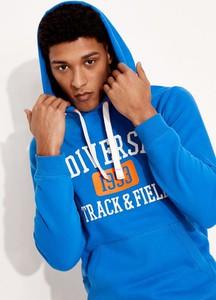 Niebieska bluza Diverse w młodzieżowym stylu