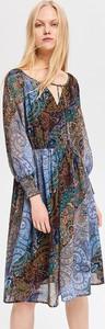 Sukienka Reserved midi z żabotem w stylu casual