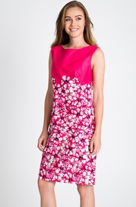 Różowa sukienka QUIOSQUE dopasowana mini