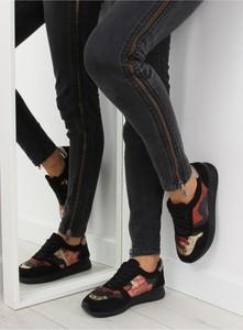 Buty sportowe Inello sznurowane z płaską podeszwą w sportowym stylu