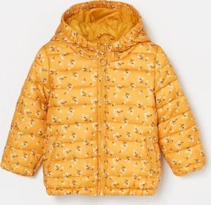 Żółta kurtka dziecięca Reserved w kwiatki