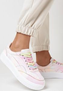 Różowe buty sportowe born2be z płaską podeszwą z zamszu
