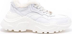 Buty sportowe Goe sznurowane
