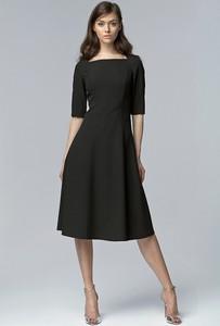 Czarna sukienka NIFE rozkloszowana z długim rękawem midi
