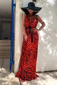 Czerwona sukienka Ivet.pl bez rękawów w stylu casual
