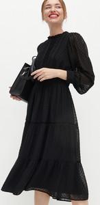 Sukienka Reserved z długim rękawem z tkaniny z okrągłym dekoltem