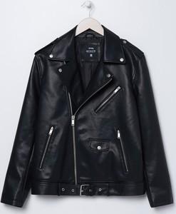 Czarna kurtka Sinsay w młodzieżowym stylu