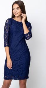 Granatowa sukienka QUIOSQUE mini z długim rękawem