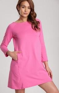 Różowa sukienka Renee trapezowa
