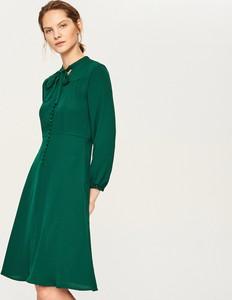 Sukienka Reserved w stylu retro midi z dekoltem w kształcie litery v