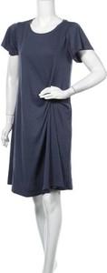 Sukienka Mystree z krótkim rękawem z okrągłym dekoltem
