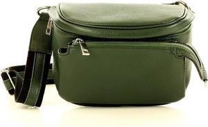 Zielona torebka Merg ze skóry w stylu casual na ramię