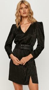 Sukienka Guess z długim rękawem z tkaniny z dekoltem w kształcie litery v