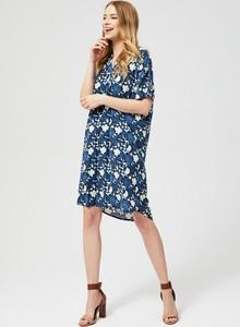 Niebieska sukienka Moodo z krótkim rękawem