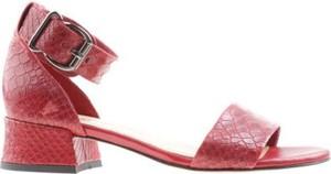 Czerwone sandały Lasocki z klamrami