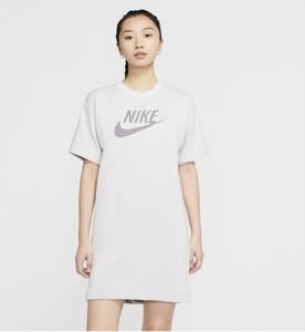 Sukienka Nike w sportowym stylu z krótkim rękawem mini