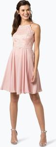 Różowa sukienka Marie Lund z dekoltem halter z szyfonu