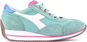 Buty sportowe Diadora w sportowym stylu
