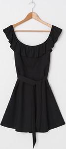 Czarna sukienka House