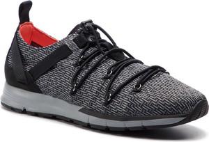 Czarne buty sportowe Under Armour ze skóry w sportowym stylu