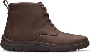 Brązowe buty zimowe Clarks ze skóry ekologicznej