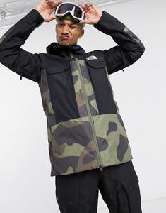 Zielona kurtka The North Face w militarnym stylu z nadrukiem