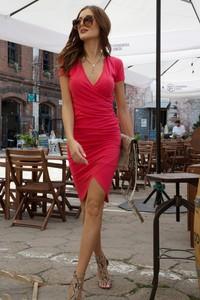 Różowa sukienka Fasardi midi