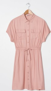 Różowa sukienka House koszulowa