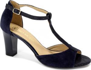 Sandały Euro Moda z klamrami na obcasie w stylu klasycznym