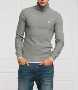Sweter Guess z golfem w stylu casual