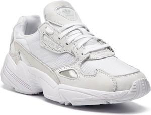 Buty sportowe Adidas z nubuku sznurowane w sportowym stylu