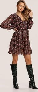 Sukienka Renee z długim rękawem z dekoltem w kształcie litery v mini
