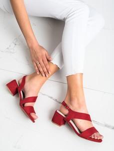 Czerwone sandały Czasnabuty z klamrami