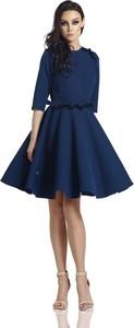 Niebieska sukienka Lemoniade z długim rękawem midi z okrągłym dekoltem