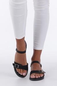 Czarne sandały Casu z płaską podeszwą ze skóry ekologicznej z klamrami
