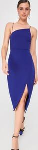 Sukienka Trendyol na ramiączkach z asymetrycznym dekoltem ołówkowa