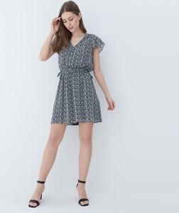 Sukienka Mohito z szyfonu z krótkim rękawem