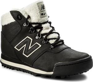 Czarne buty trekkingowe new balance z płaską podeszwą bez wzorów