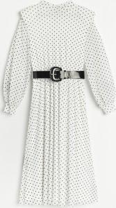 Sukienka Reserved z bawełny trapezowa z długim rękawem