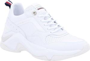 Sneakersy Tommy Hilfiger z płaską podeszwą sznurowane