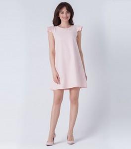 Różowa sukienka butik-choice.pl z krótkim rękawem z okrągłym dekoltem