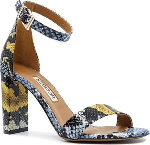 Sandały Neścior ze skóry w stylu klasycznym z klamrami