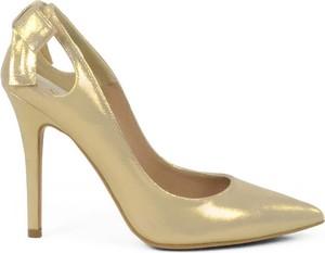 Złote szpilki Gassu na szpilce ze skóry w stylu klasycznym